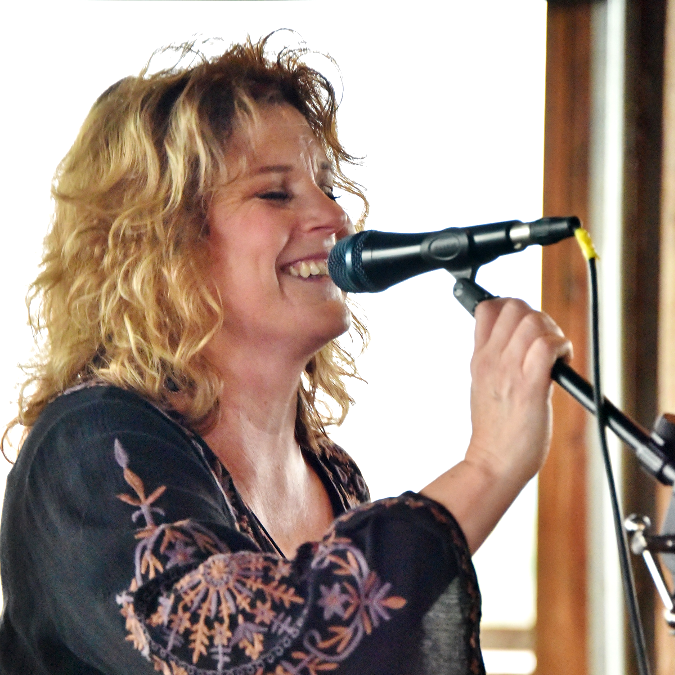 Leslie Adams - Vocals, Guitar
